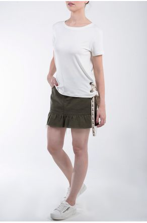 camiseta-branca-com-ilhos-na-lateral-lookbook-frente
