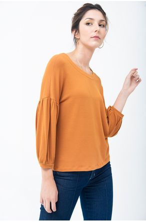 blusa-terracota-com-manga-franzida-close-frente