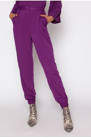 calca-jogging-viscose-lapela-bolso-roxo-close-frente