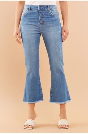 calca-jeans-cropped-flare-botoes-forrados-close-frente
