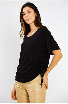 Blusa-Preta-Manga-Curta-Coulisse-Na-Lateral-Close