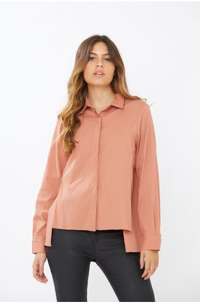 Camisa-Terracota-Com-Fenda-Na-Lateral-close-frente
