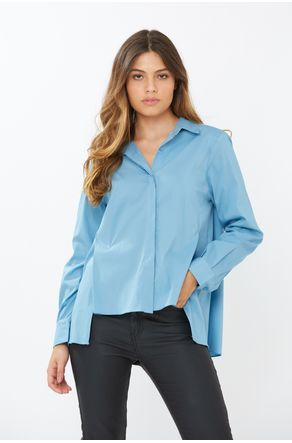 Camisa-Azul-Com-Fenda-Na-Lateral-close-frente